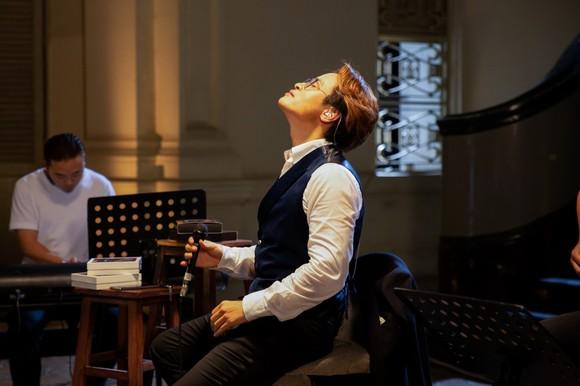 Hà Anh Tuấn phát hành album 'Cuối ngày người đàn ông một mình' và vé live concert 'The Veston' ảnh 2