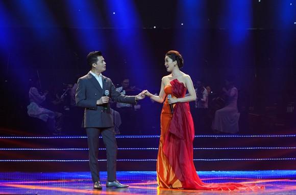 Quang Dũng, Đàm Vĩnh Hưng, Hạ Trâm hát mừng 'Giáng sinh 2020 - Ánh sáng Tình yêu' ảnh 1
