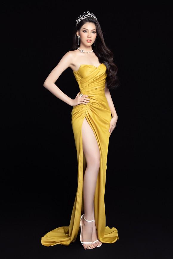 Nhan sắc Hoa hậu Đỗ Thị Hà và 2 Á hậu sau 1 tháng đăng quang ảnh 15