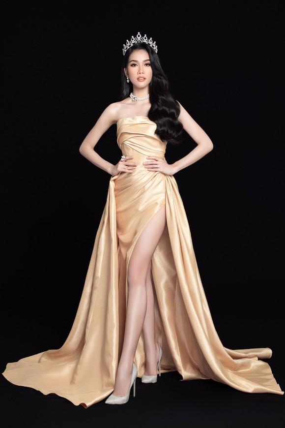 Nhan sắc Hoa hậu Đỗ Thị Hà và 2 Á hậu sau 1 tháng đăng quang ảnh 11
