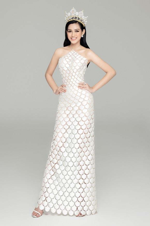 Nhan sắc Hoa hậu Đỗ Thị Hà và 2 Á hậu sau 1 tháng đăng quang ảnh 7
