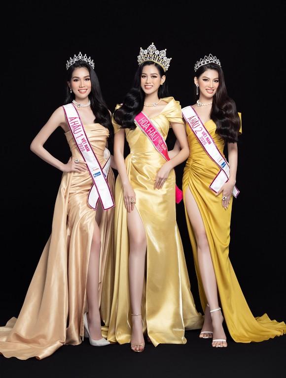 Nhan sắc Hoa hậu Đỗ Thị Hà và 2 Á hậu sau 1 tháng đăng quang ảnh 3