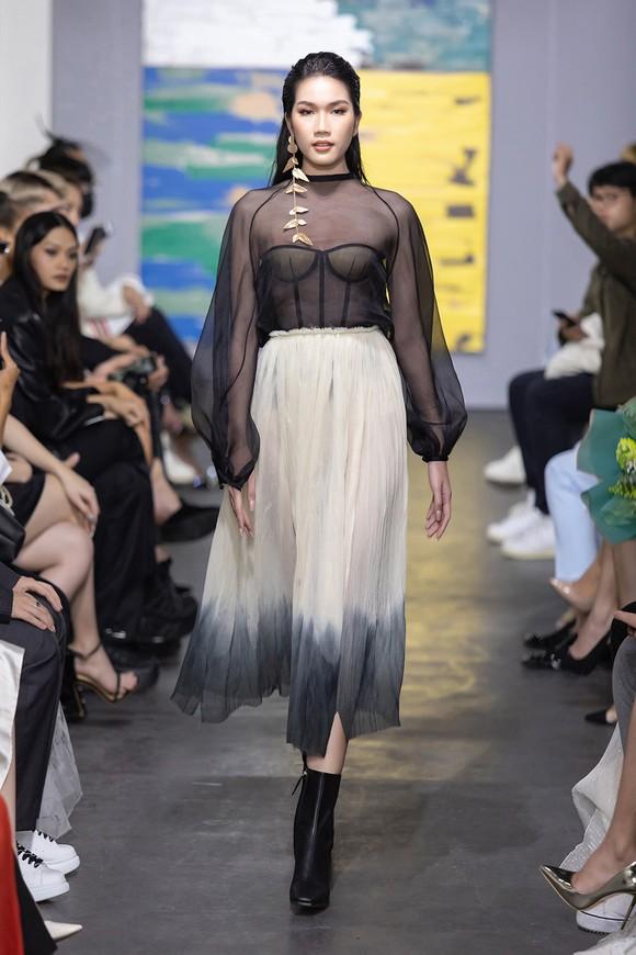 NTK Trần Hùng tổ chức show thời trang tại Việt Nam thuộc khuôn khổ London Fashion Week  ảnh 3
