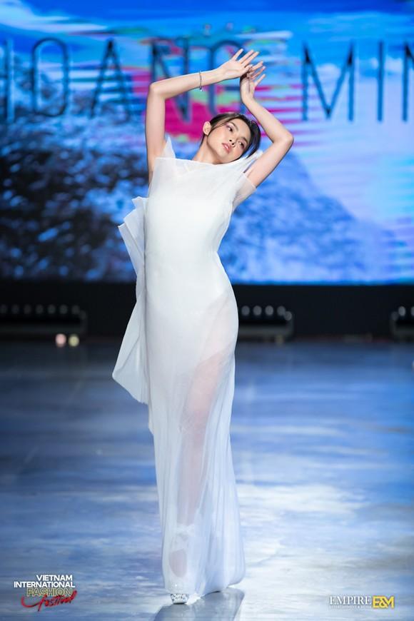 13 nhà thiết kế, 400 người mẫu trình diễn tại Vietnam International Fashion Festival ảnh 14