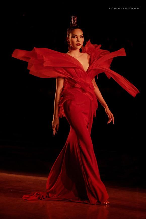 13 nhà thiết kế, 400 người mẫu trình diễn tại Vietnam International Fashion Festival ảnh 9
