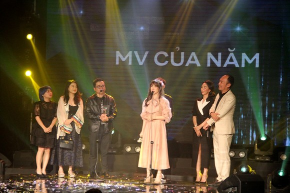 Binz và Amee đoạt giải ca sĩ của năm tại Giải thưởng Làn sóng xanh 2020 ảnh 9