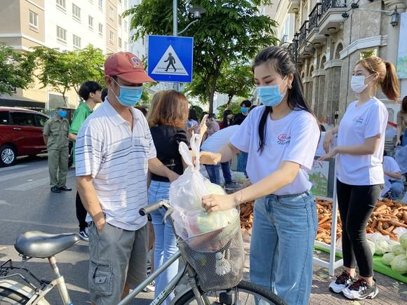 Á hậu Phương Anh, Kiều Loan, Thuý An, Diễm Trang chung tay giải cứu nông sản Hải Dương  ảnh 7