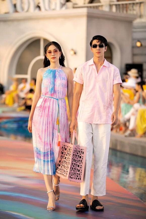 Dàn hoa hậu, á hậu bay bổng trong bộ sưu tập 'Daydreamer' tại Fashion Voyage ảnh 9