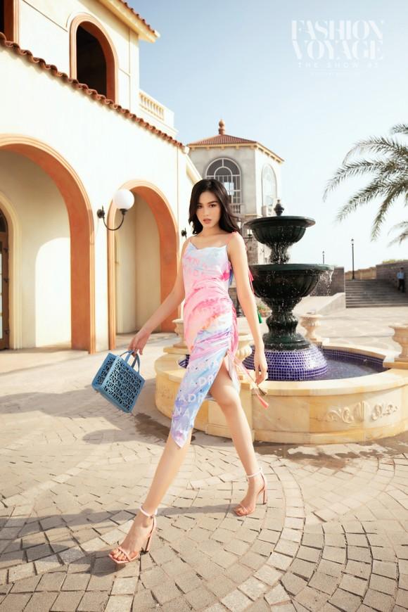 Dàn hoa hậu, á hậu bay bổng trong bộ sưu tập 'Daydreamer' tại Fashion Voyage ảnh 6