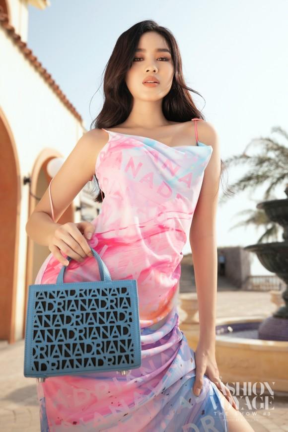 Dàn hoa hậu, á hậu bay bổng trong bộ sưu tập 'Daydreamer' tại Fashion Voyage ảnh 5