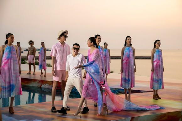 Dàn hoa hậu, á hậu bay bổng trong bộ sưu tập 'Daydreamer' tại Fashion Voyage ảnh 1