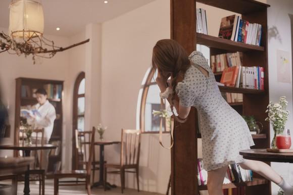 Thiều Bảo Trâm hát nhạc tỏ tình trong MV 'Love Rosie' ảnh 2