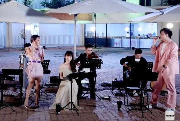 Uyên Linh tung MV 'Giữa đại lộ Đông Tây' ảnh 6