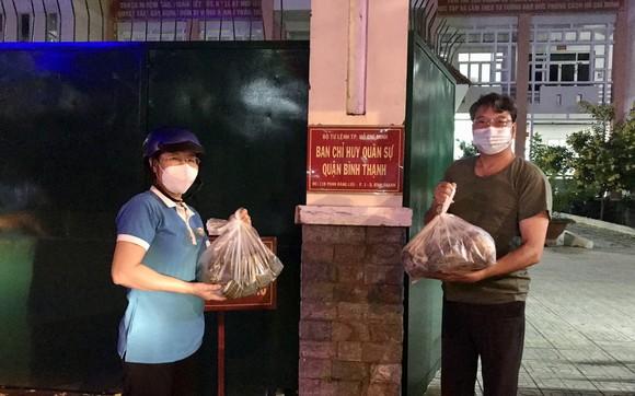 TPHCM tiếp nhận 5 tấn lương thực, thực phẩm từ người dân Huế ảnh 2