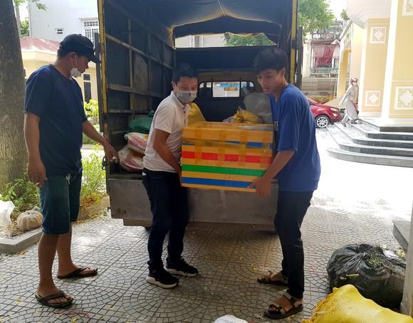 TPHCM tiếp nhận 5 tấn lương thực, thực phẩm từ người dân Huế ảnh 5