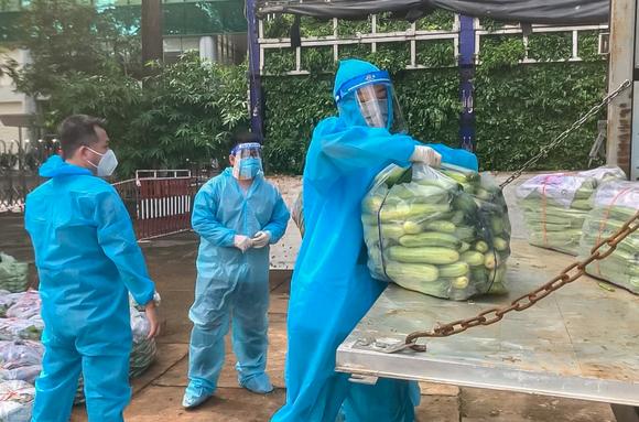 Hoa Hậu Hoàn Vũ Việt Nam hỗ trợ người dân với 'Chuyến xe thực phẩm 0 đồng'  ảnh 2