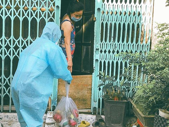 Miss Grand Việt Nam 2021 tặng máy thở và 5 tấn gạo hỗ trợ bà con nghèo ảnh 4