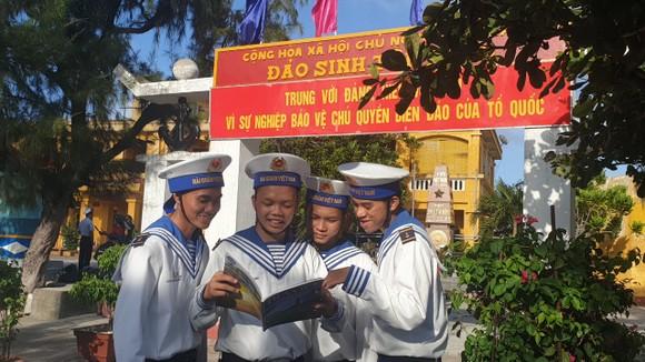 Hoàn thành chuyến quà Tết Canh Tý đến với quân dân Trường Sa ảnh 1