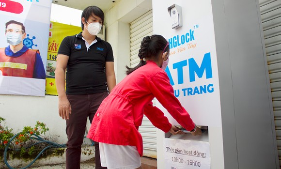 'ATM' khẩu trang miễn phí ảnh 1