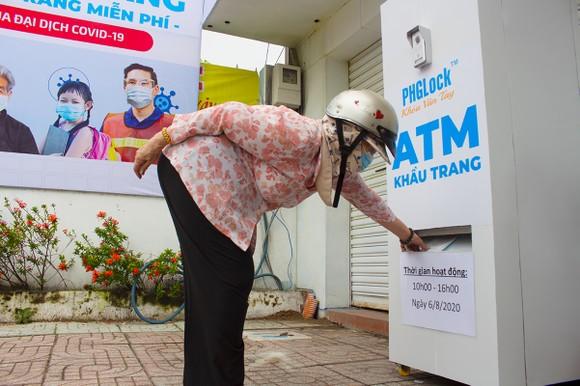 'ATM' khẩu trang miễn phí ảnh 2
