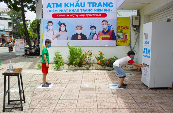'ATM' khẩu trang miễn phí ảnh 3