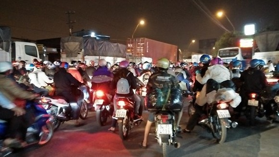 Kẹt xe nghiêm trọng vào tối 11- 2 đoạn qua địa bàn Tiền Giang