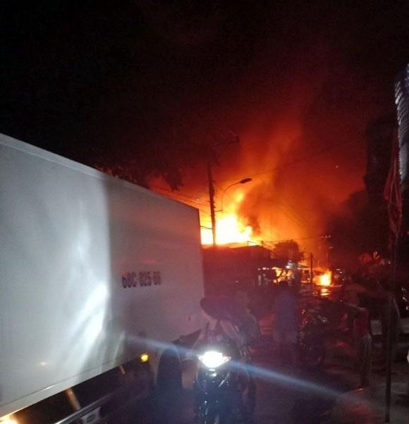 Ba căn nhà ở huyện U Minh Thượng bị thiêu rụi trong đêm ảnh 1