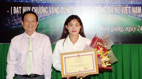 Tỉnh Kiên Giang tặng bằng khen cho cầu thủ Chương Thị Kiều