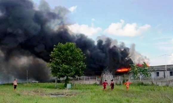 Cháy nhà kho nước mắm cá linh, thiệt hại hơn 500 triệu đồng ảnh 1