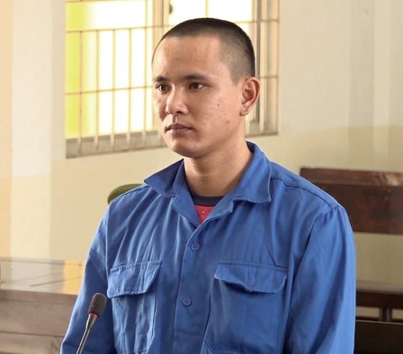 Lĩnh án 8 năm tù vì hiếp dâm con gái ông chủ ảnh 1
