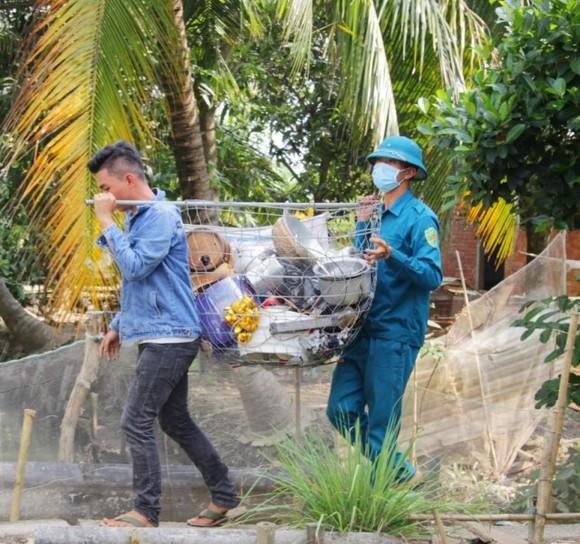 6 căn nhà ở Vĩnh Long bị sạt lở xuống sông Hậu vào mùng 3 Tết ảnh 2