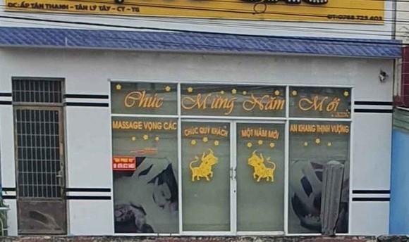 Bắt quả tang nhiều đôi nam nữ mua bán dâm tại cơ sở massage ảnh 1