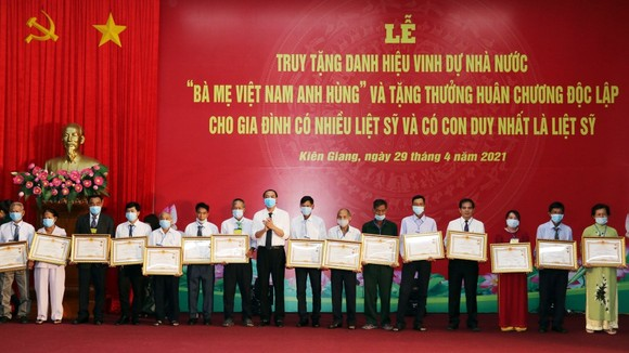 """Lễ truy tặng danh hiệu Nhà nước """"Bà mẹ Việt Nam anh hùng"""" ở Kiên Giang"""