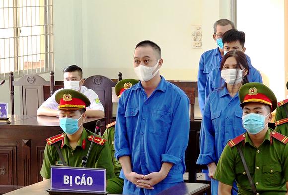 Nhóm đối tượng lĩnh tổng cộng 28 năm tù vì đưa người Trung Quốc xuất cảnh trái phép  ảnh 1