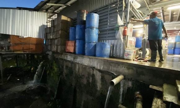 Bị phạt 370 triệu đồng vì xả thải trái phép tại chợ đầu mối thủy hải sản ảnh 2