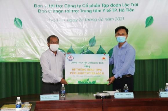Tặng hệ thống xét nghiệm Covid-19 cho TP Hà Tiên