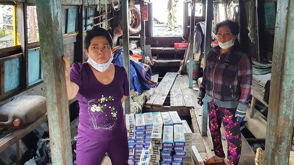 2 chị em vận chuyển hàng ngàn bao thuốc lá ngoại nhập lậu