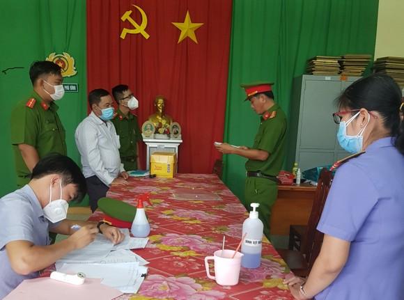 Nguyên Bí thư, Chủ tịch UBND xã ở huyện Phú Tân (An Giang) bị bắt ảnh 1