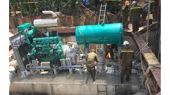 """Hệ thống máy bơm """"khủng"""" chống ngập đường Nguyễn Hữu Cảnh"""