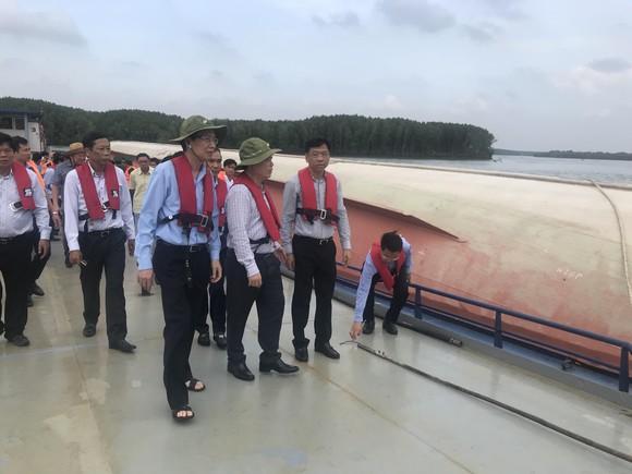 Nạo vét luồng cho tàu có mớn nước 9,5m qua khu vực chìm tàu ở Cần Giờ ảnh 1