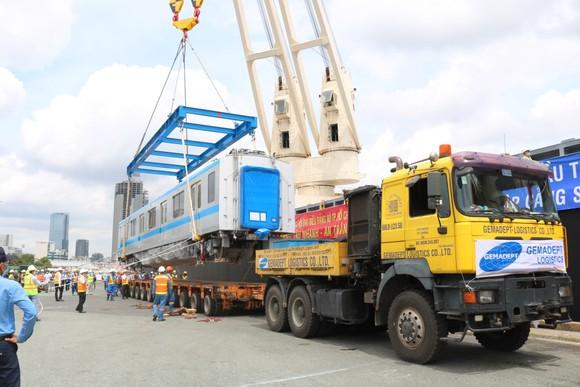 Các toa đầu tiên của metro số 1 (Bến Thành- Suối Tiên) cập cảng Khánh Hội ảnh 5