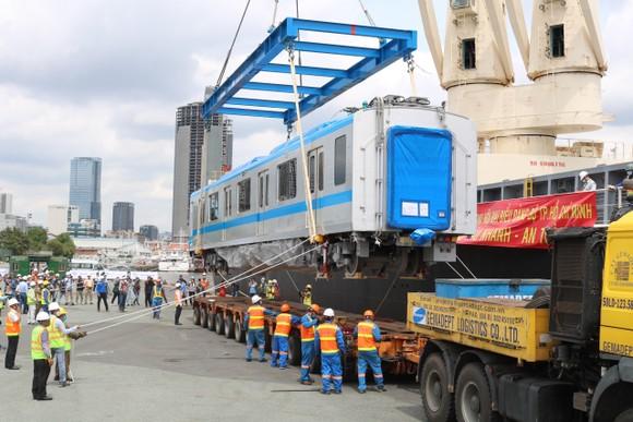 Các toa đầu tiên của metro số 1 (Bến Thành- Suối Tiên) cập cảng Khánh Hội ảnh 6