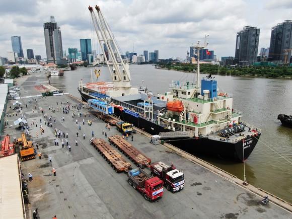 Các toa đầu tiên của metro số 1 (Bến Thành- Suối Tiên) cập cảng Khánh Hội ảnh 10