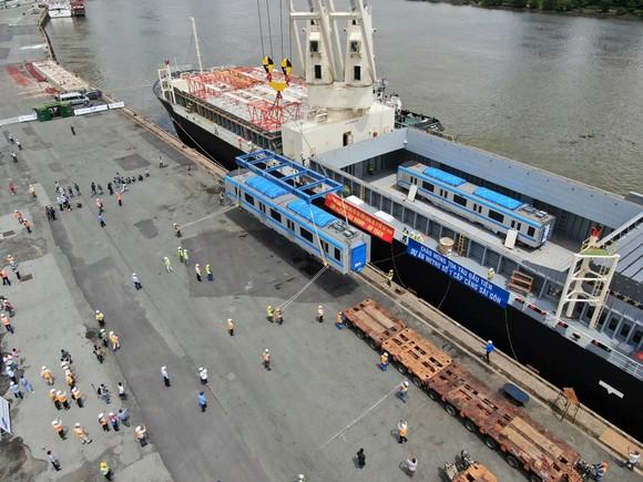 Các toa đầu tiên của metro số 1 (Bến Thành- Suối Tiên) cập cảng Khánh Hội ảnh 11