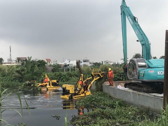 """Tổ hợp hiện đại trên sông rạch TPHCM """"gắp"""" hơn 5 tấn rác/giờ ảnh 4"""