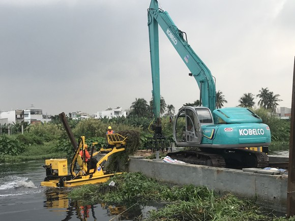 """Tổ hợp hiện đại trên sông rạch TPHCM """"gắp"""" hơn 5 tấn rác/giờ ảnh 3"""