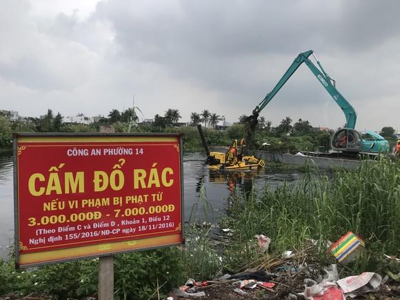 """Tổ hợp hiện đại trên sông rạch TPHCM """"gắp"""" hơn 5 tấn rác/giờ ảnh 2"""