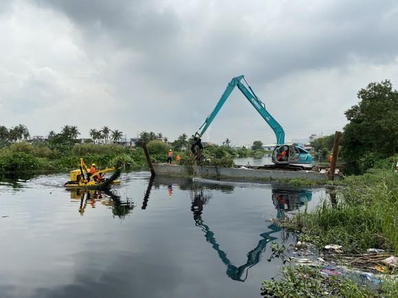 """Tổ hợp hiện đại trên sông rạch TPHCM """"gắp"""" hơn 5 tấn rác/giờ ảnh 5"""
