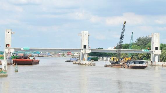 Công trình cống ngăn triều Phú Xuân (quận 7, TPHCM) thuộc Dự án giải quyết ngập do triều khu vực TPHCM có xét đến yếu tố biến đổi khí hậu (giai đoạn 1). Ảnh: CAO THĂNG