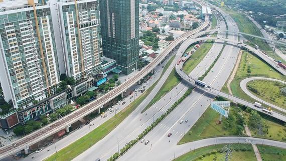 Xa lộ Hà Nội và metro Bến Thành - Suối Tiên đoạn qua quận 2, TPHCM. Ảnh: CAO THĂNG